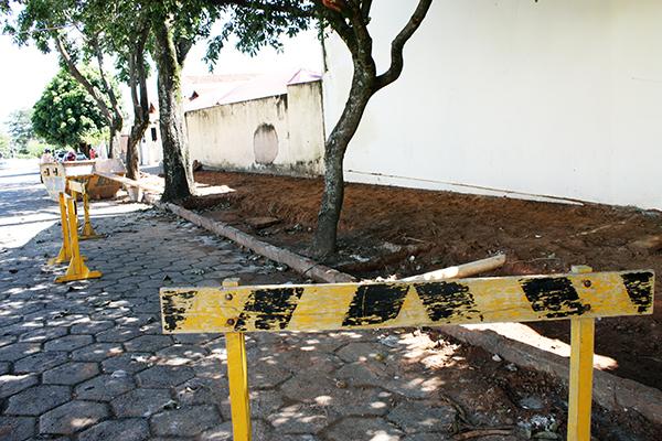 Prefeitura realiza obra para novo estacionamento
