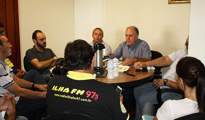 João Paulo e Bicudo apresentam balanço dos 120 dias à imprensa