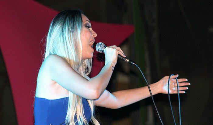 Carolina Soares traz o samba para a Praça Central