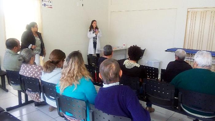 Pacientes da UBS Silvio Govoni têm palestra sobre o uso de inaladores