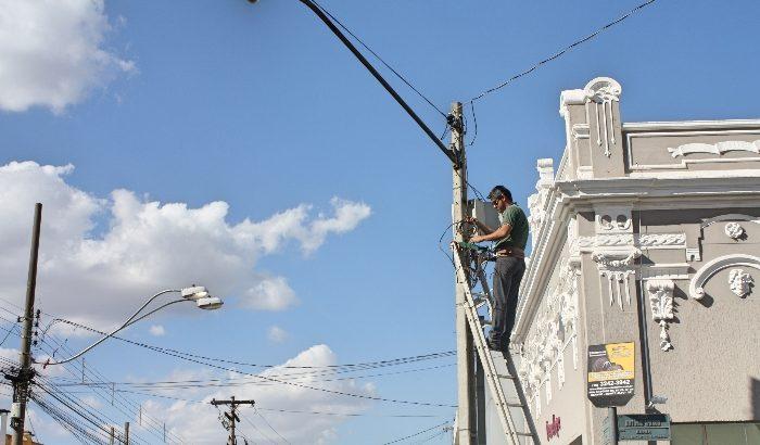 Câmeras de segurança passam por manutenção na região central
