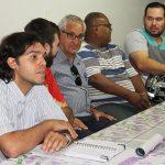 O presidente do COMDEMA, Júlio César David Pereira (à esquerda), durante a formação de grupos de ação