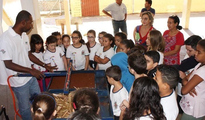 """Crianças da EMEB """"Lourdes Siqueira"""" recebem palestra sobre erosão"""