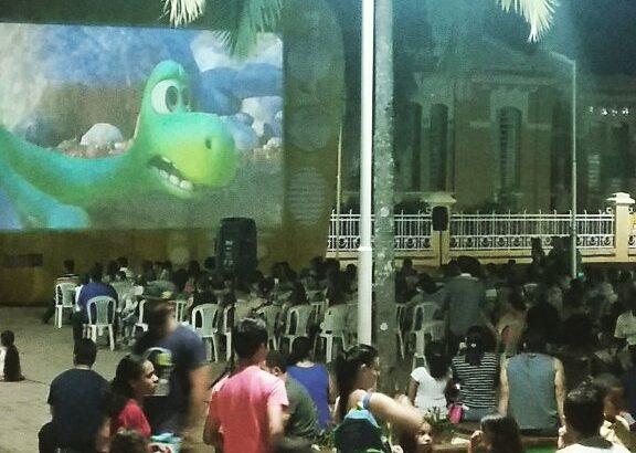 Departamento de Cultura comemora sucesso do Cinema Itinerante na cidade