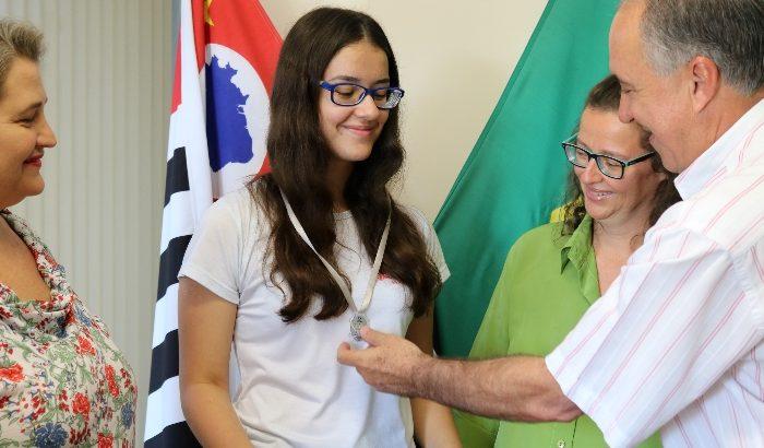 Olimpíada Brasileira de Astronomia e Astronáutica tem aluna montealtense na premiação