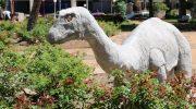 Praças de Monte Alto ganham réplicas de dinossauros
