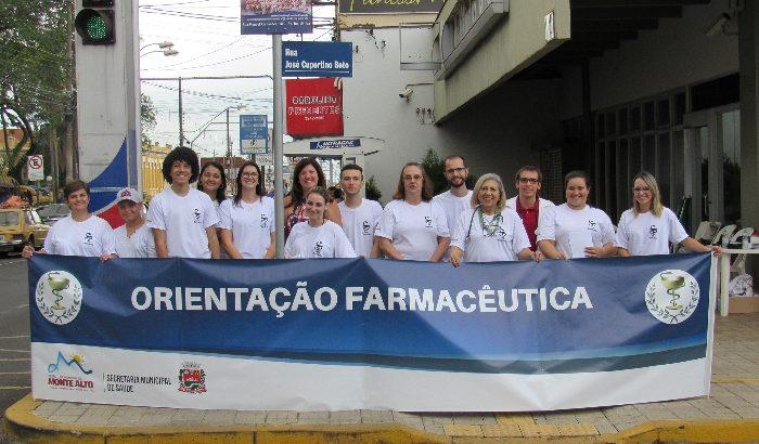 Farmácia Municipal realiza campanha educativa em sábado agitado no Centro