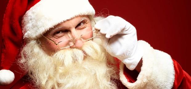 Acima, Prefeitura e Fundo Social realizam chegada do Papai Noel
