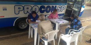 Unidade móvel do PROCON realiza atendimento de munícipes na Praça Central