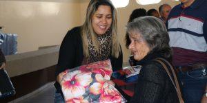 Fundo Social distribui cobertores da Campanha do Agasalho