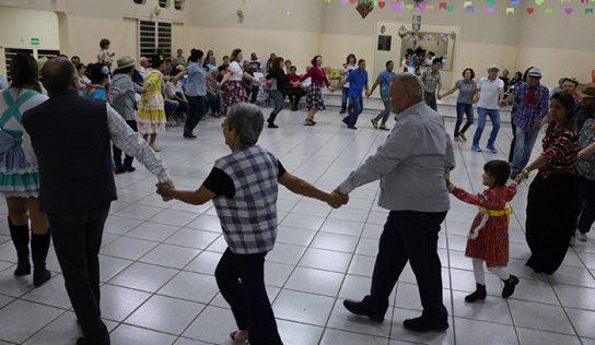 Idosos ganham festa junina da Secretaria de Assistência e Fundo Social