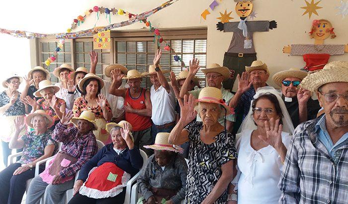 Centro Dia do Idoso realiza festa junina