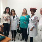 Secretária de Saúde, Sueli Melo com a enfermeira e mestre em Ciências, Elisângela e colaboradores municipais