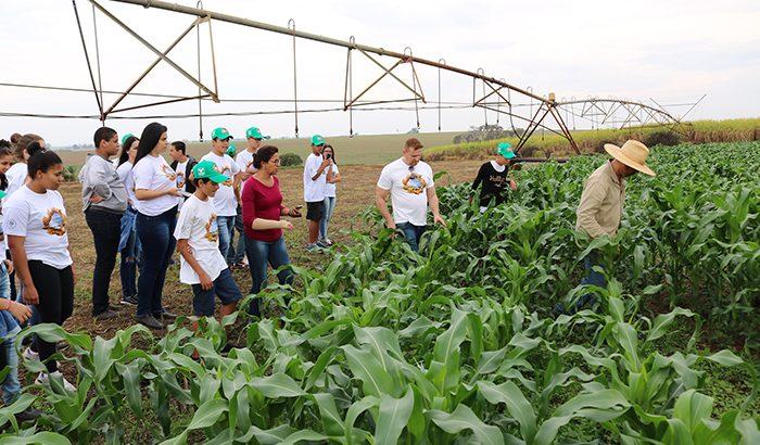 """""""Jovem Agricultor do Futuro"""" leva alunos a propriedade rural"""
