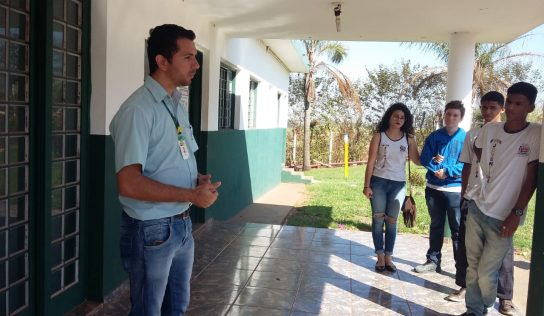 Alunos da EMEB Juventina visitam a Coplana