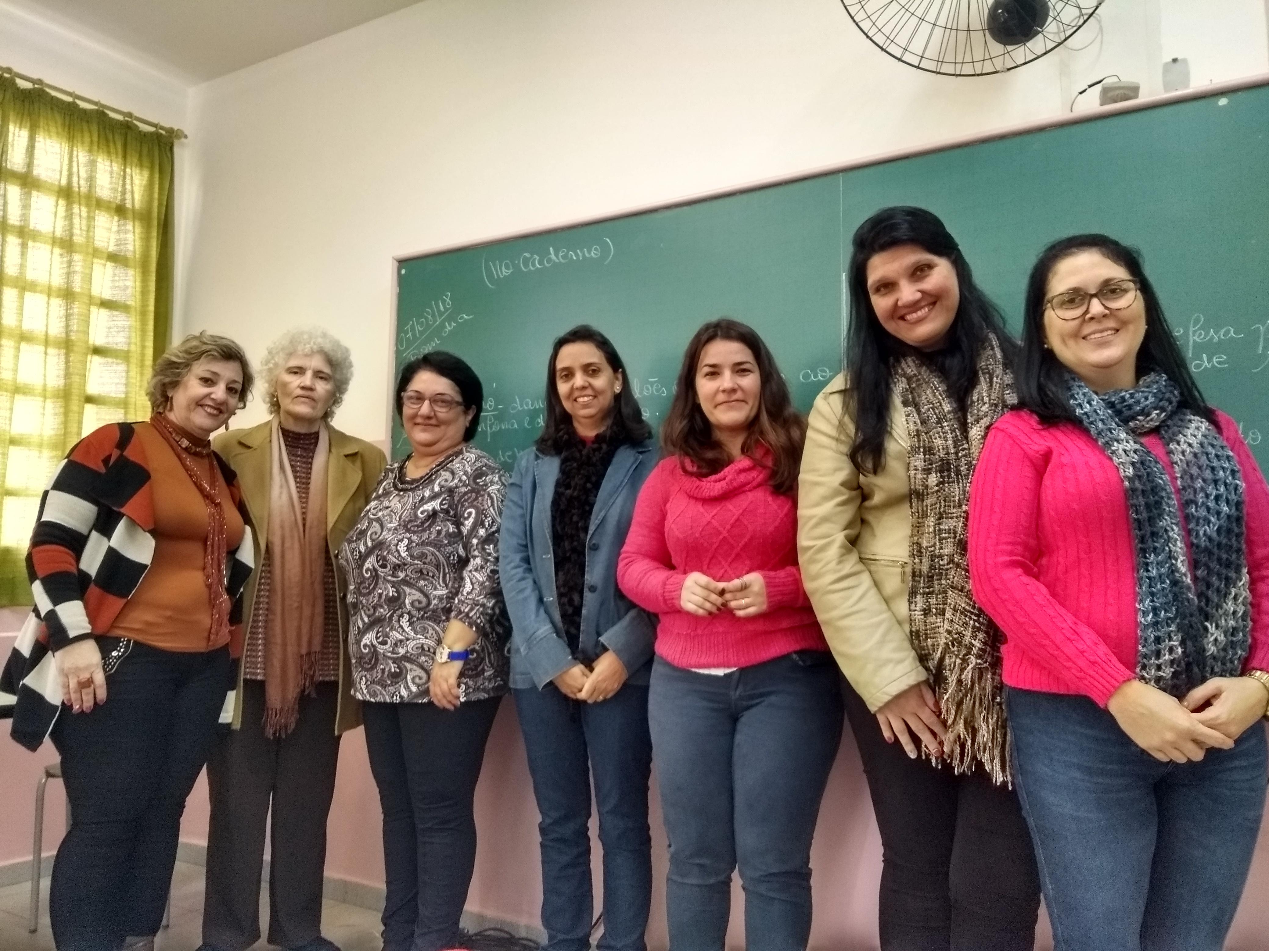 Clarissa (terceira, da esquerda para a direita) e equipe da Educação