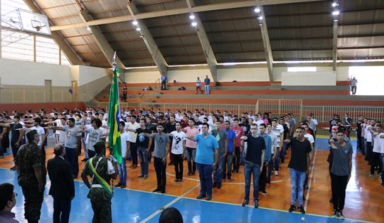 Jovens recebem Certificados de Dispensa do Serviço Militar