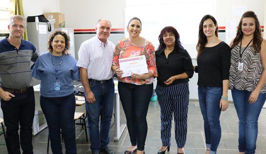Alunos do curso de penteados recebem certificados de conclusão