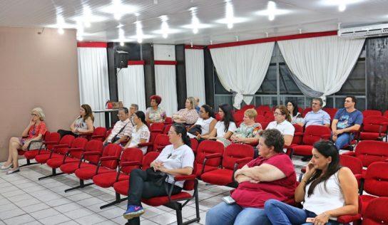 Anfiteatro Municipal recebe palestra do Hospital de Amor com ênfase no câncer infanto-juvenil