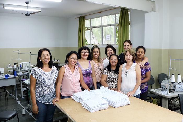 """""""Costurando o Futuro"""" finaliza a confecção de uniformes escolares"""