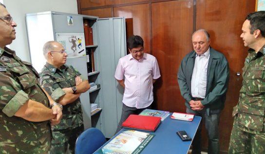 Junta Militar recebe a visita de representantes do Exército Brasileiro