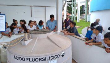 Escolas da cidade visitam a Estação de Tratamento de Esgoto