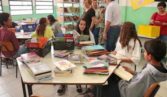 Alunos da rede municipal recebem novo acervo literário