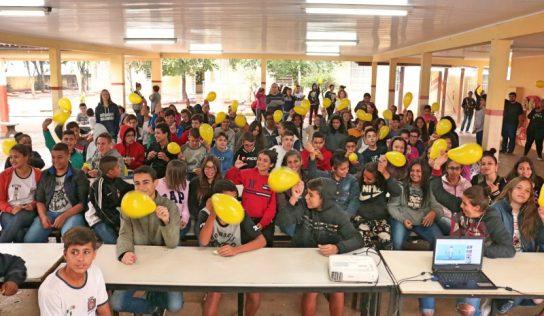 ESF Accácio realiza ação sobre 'Setembro Amarelo' na EMEB Norival