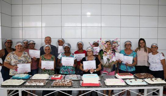 Fundo Social certifica mais uma turma em seus workshops