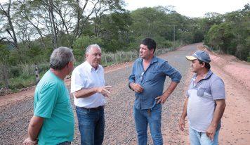 Chefes do Executivo acompanham trabalhos dentro do município