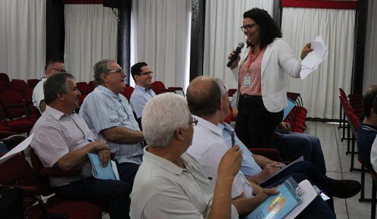 Encontro aborda a comunicação e a criação do Conselho de Desenvolvimento Econômico