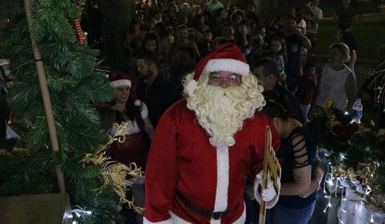 Com surpresa radical, Papai Noel chega em Monte Alto