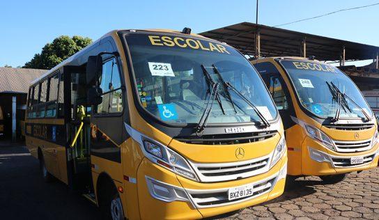 Monte Alto recebe dois novos micro-ônibus no 'Caminho da Escola'