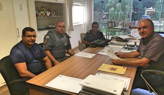 Policiais militares recebem talonários eletrônicos de multas