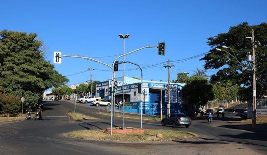 Prefeitura instala novos semáforos no município