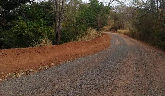 Estrada do bairro rural Santo Antônio recebe melhorias