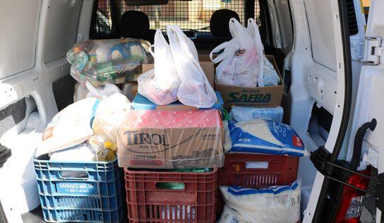 Drive-thru reúne 400 kg de alimento para o Fundo Social de Solidariedade