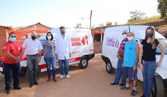 Canil Municipal e Brigada de Incêndio recebem veículos para uso com os animais