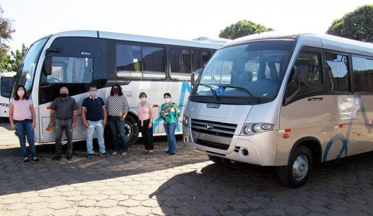 Ônibus e micro são entregues para transporte de estudantes